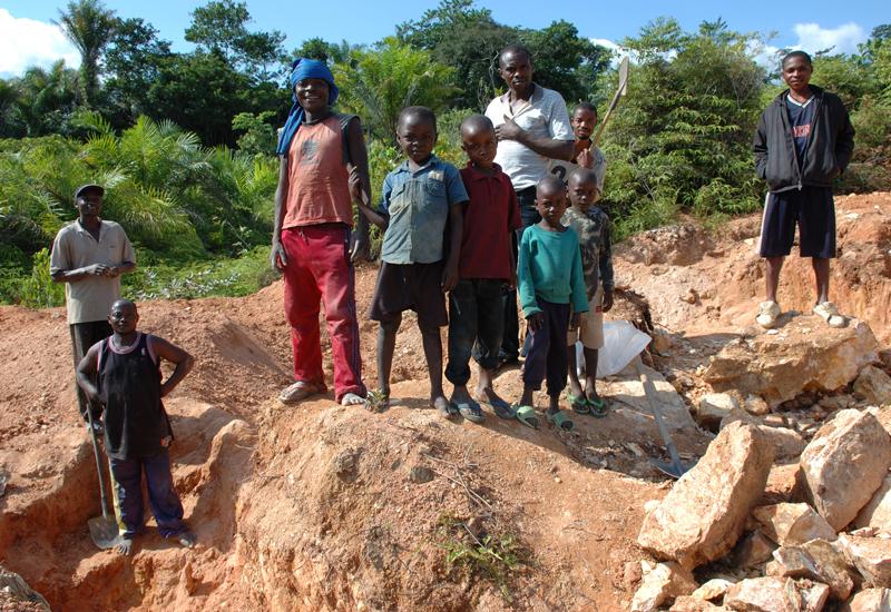 Child-artisanal-mining-Congo-Julien-Harneis.jpg