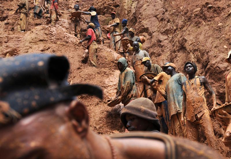 Congo-gold-miners-89967097.jpg