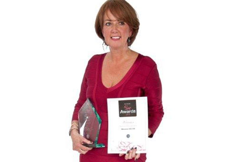 Maureen-Hooson-with-award.jpg