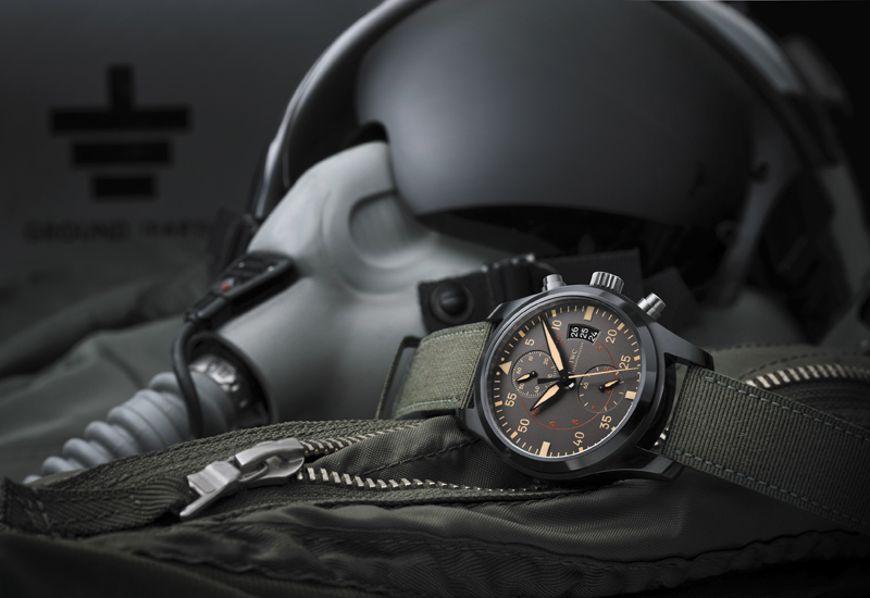 Pilots-Watch-Chronograph-TOP-GUN-Miramar_mood1.jpg