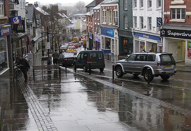 Rain_in_Broad_Street.jpg