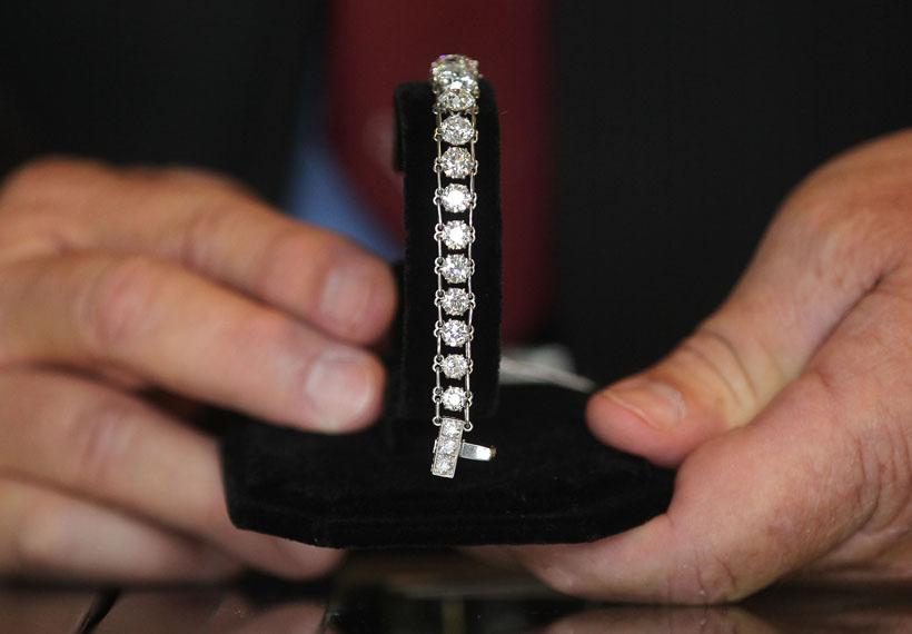 diamond-bracelet-106672008.jpg