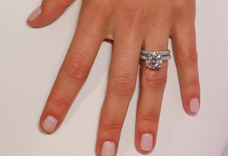 engagement-ring-487073747.jpg