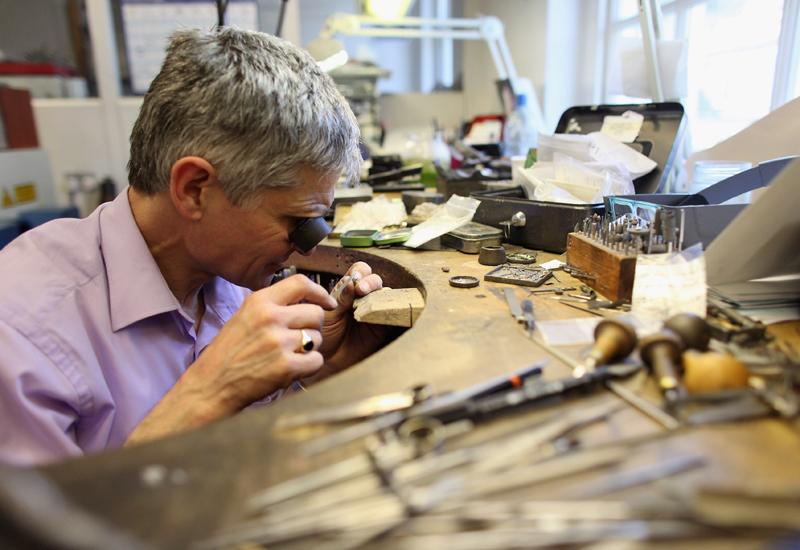 garrarg-jeweller-at-the-bench112279155.jpg
