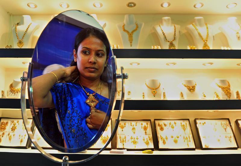 indian-woman-trying-on-jewellery-Manjunath-Kiran129217305.jpg