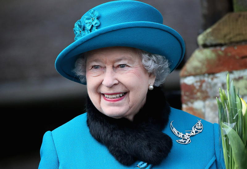 queen-wearing-brooch-158710165.jpg