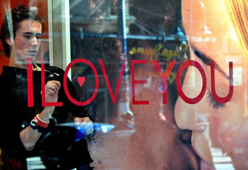 valentines-window-2978443.jpg