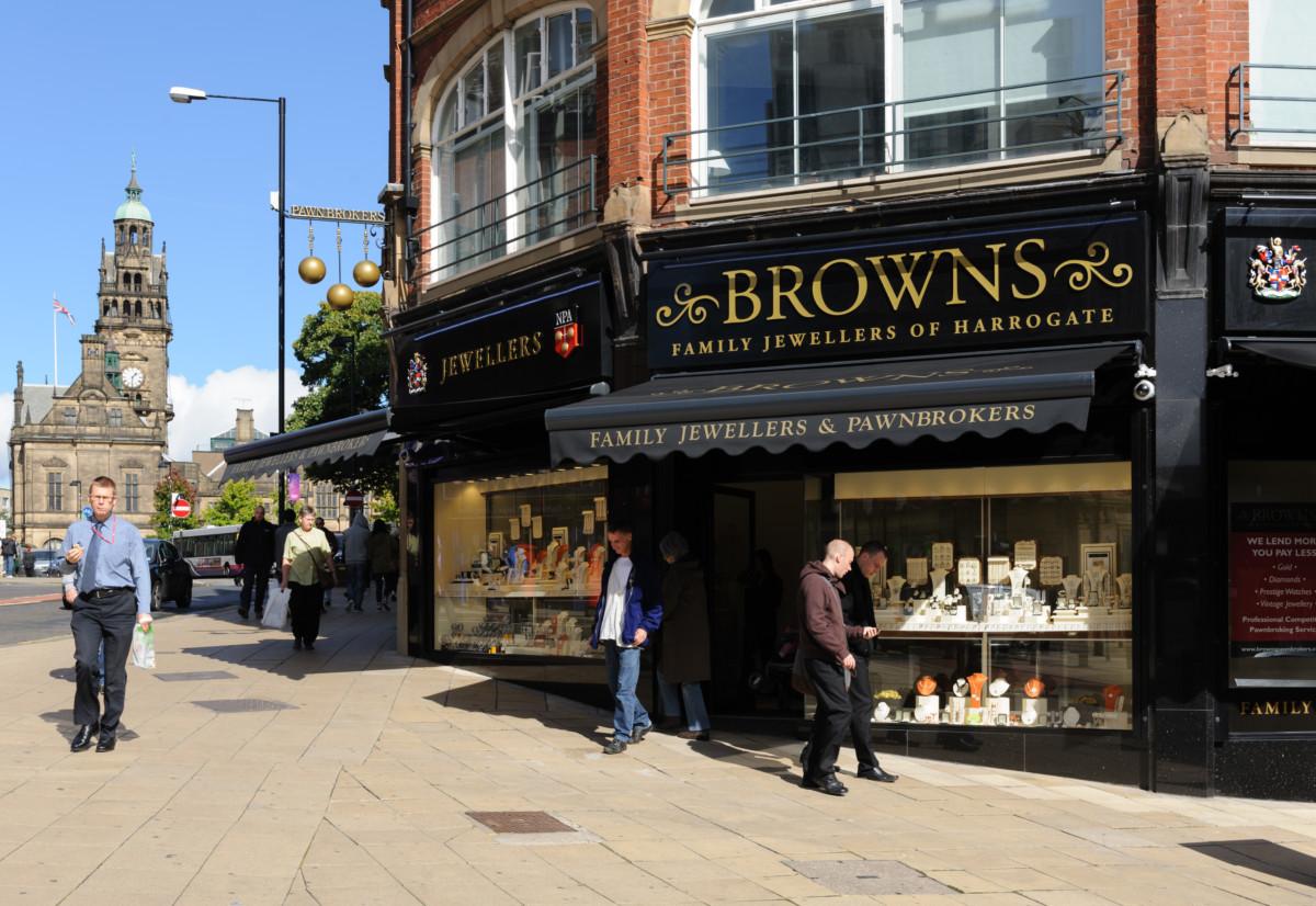 sheffield-external-shop-town-hall-browns-fam-jewellers