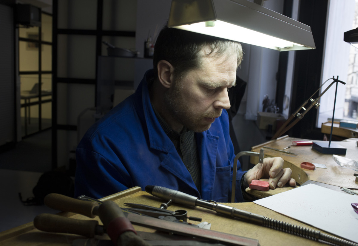 Ingo Henn of Henn London, Master Goldsmith © Sarah Ainslie, The Goldsmiths' Centre, 2018