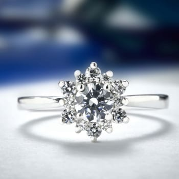 Stunning Starburst cluster from Domino's new Diamond Ring Mount collection.