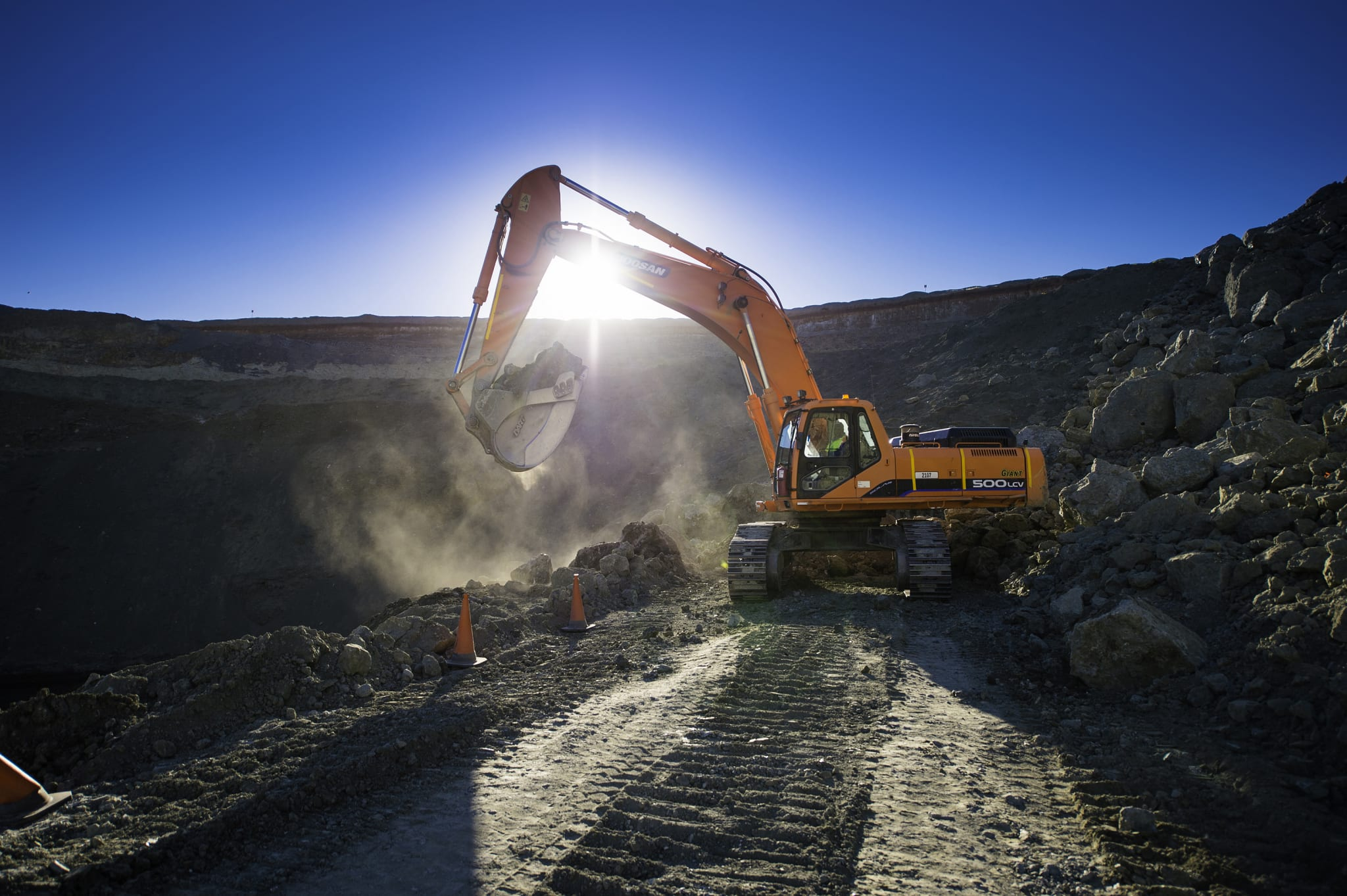 Loading in operation at the Koffiefontein open pit