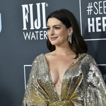 Anne Hathaway in Messika – Critics Choice Awards 2020 (1)