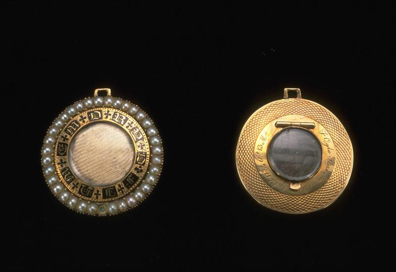 Gold circular memorial hair box brooch and locket, 1834, The Goldsmiths' Company Collection